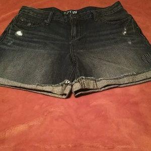 Cute pair of apt 9 demin shorts